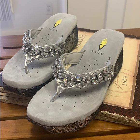 Volatile silver sandals/flip flops w/clear stones